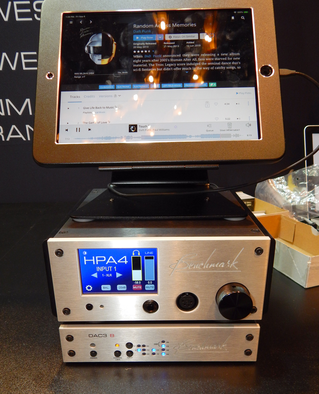 Benchmark HPA4 Headphone/Line Amplifier, Benchmark DAC3 B Reference Quality DAC